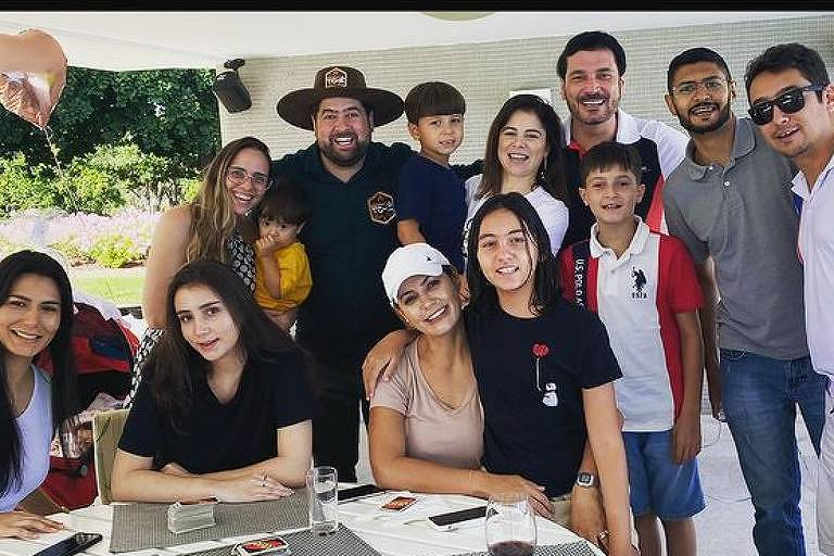 Bolsonaro recebe convidados para churrasco de Dia das Mães