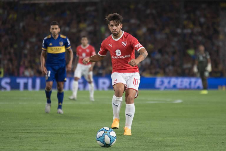 Martín Benítez em ação pelo Independiente, contra o Boca
