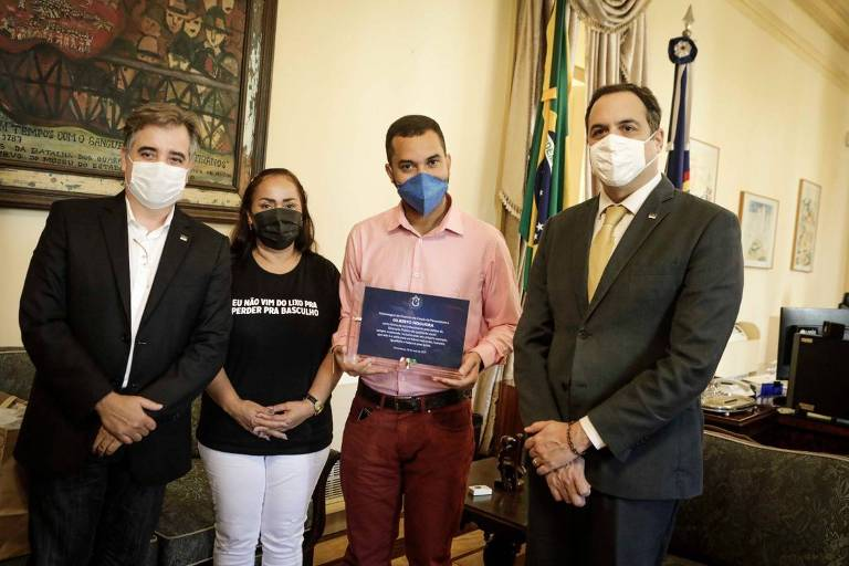 Ex-bolsista de fundação estadual, ex-BBB Gil do Vigor faz visita a governador de Pernambuco