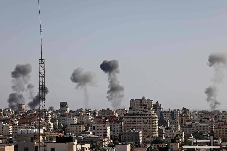 Israel derruba prédio de escritório do Hamas, e grupo islâmico dispara contra Tel Aviv