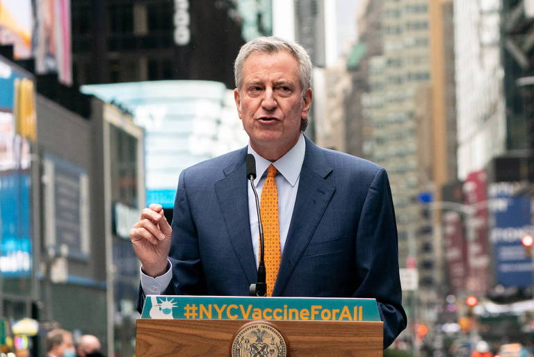 Prefeito de Nova York destaca 'tanta dor e dificuldade' no Brasil ao comentar pandemia