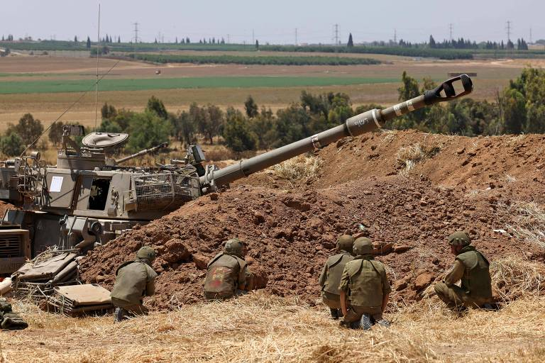 Israel concentra tropas na fronteira com Gaza em meio a foguetes do Hamas e conflitos internos
