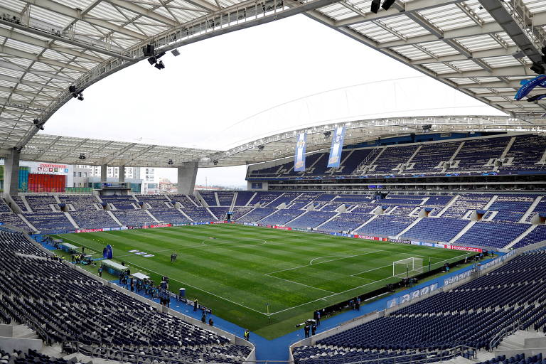 Visão aberta do estádio antes de partida