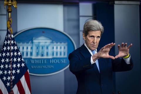Brasil tem responsabilidade de liderar solução para crise climática, diz John Kerry à Folha
