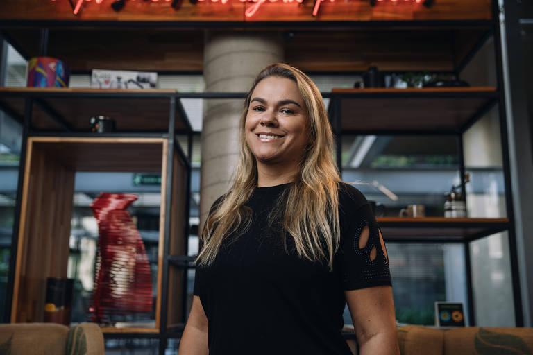 A empresária Valdirene Andrade, franqueada do Sterna Café, em sua loja, em São Paulo