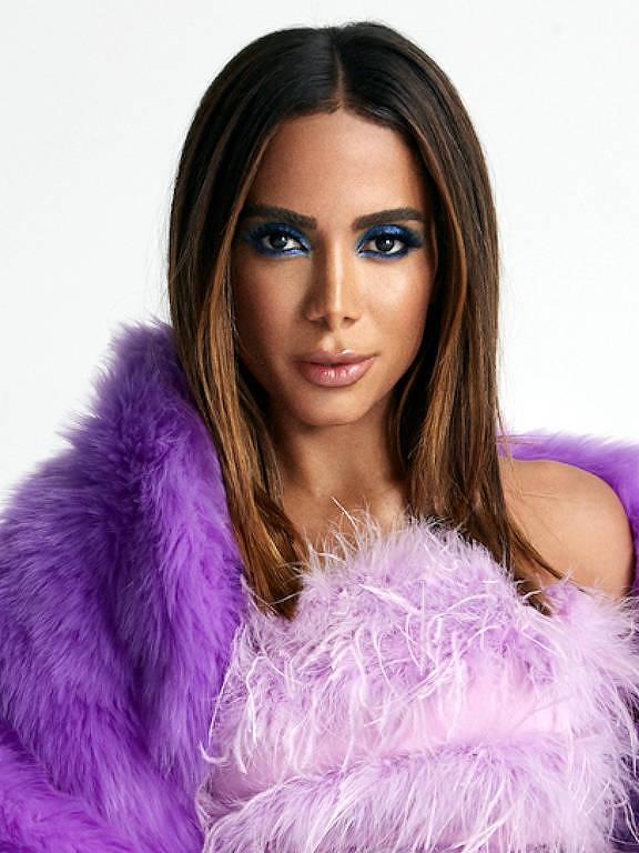"""Anitta fala sobre Covid-19: """"Estou vacinada"""". Cantora de 28 anos foi vacinada em  Miami"""