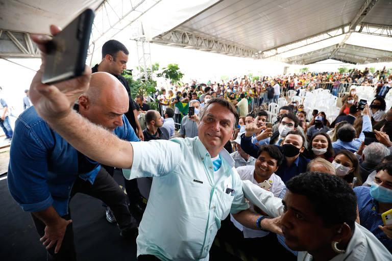 Para recuperar popularidade, Bolsonaro quer mudar nome do Bolsa Família e dissociar vacinas de governadores