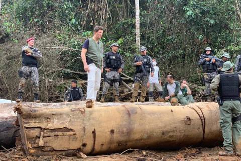 O ministro do Meio Ambiente, Ricardo Salles, durante operação contra extração ilegal de madeira na Floresta Nacional Itaituba 2, no sudoeste do Pará. ( Foto: Soldado Bezerra (Força Nacional)/Divulgação )