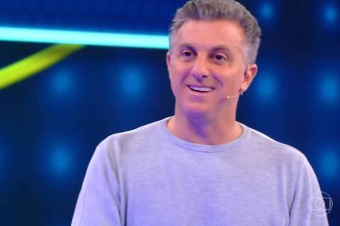 O apresentador Luciano Huck em seu programa, o Caldeirão