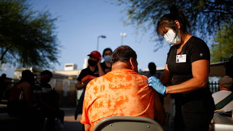 A healthcare worker from the El Paso Fire Department administers the Moderna vaccine against the coronavirus disease (COVID-19) at a vaccination centre near the Santa Fe International Bridge, in El Paso, Texas, U.S May 7, 2021. Picture taken May 7, 2021.  REUTERS/Jose Luis Gonzalez ORG XMIT: GGGCDG27