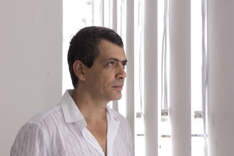 Morre Carlito Carvalhosa, renovador da pintura na Casa Sete e herdeiro minimalista