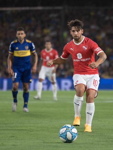 Martín Benítez em ação pelo Independiente, contra o Boca. Meia começou a carreira no clube e foi campeão da Sul-Americana em 2017