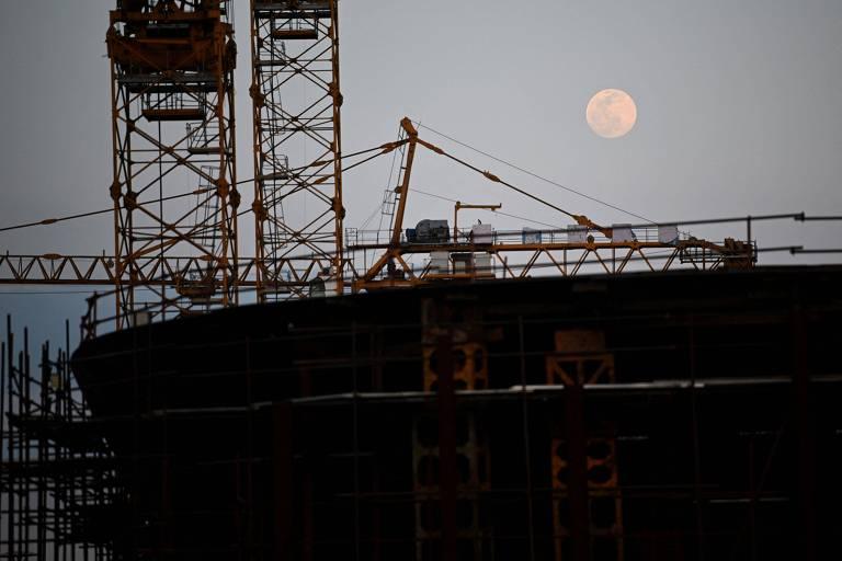Réplica do Titanic está sendo construída no interior da China, em tamanho real, como peça central de um parque temático; projeto deve custar em torno de R$ 7,6 bilhão