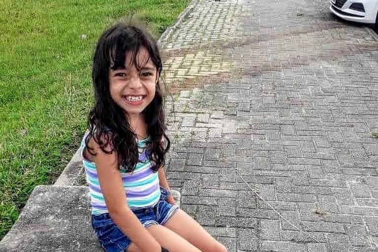 Livia, em Paraisópolis, diz sentir falta da escola e dos amigos