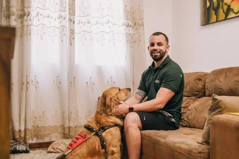 São Paulo, SP, Brasi, 11-05-2021: Darley tem deficiência visual, é formado em administração de empresas e trabalha com vendas. (foto Gabriel Cabral/Folhapress)