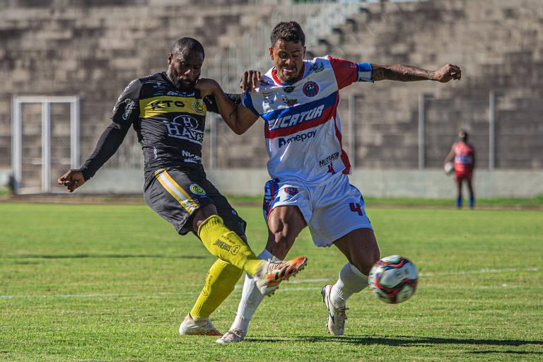 Lance da partida entre FC Cascavel e Cascavel CR, pelo Campeonato Paranaense de 2021
