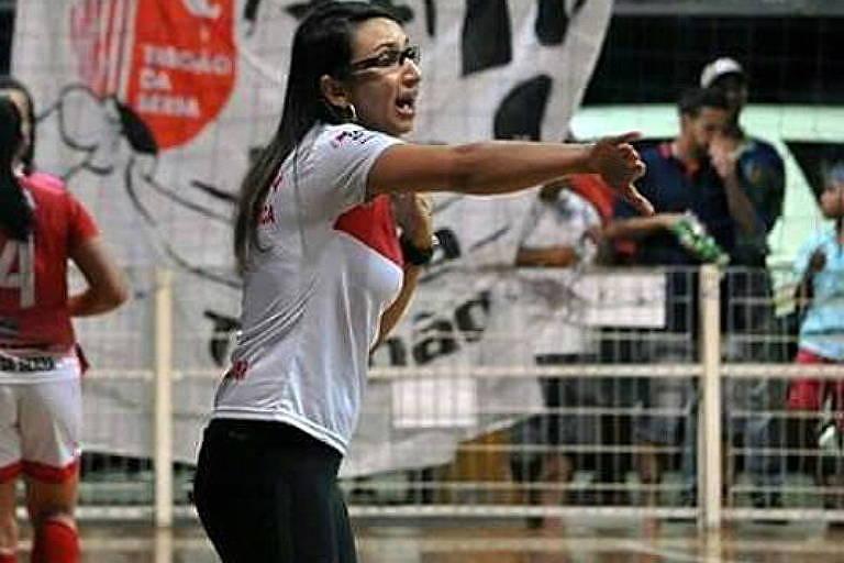 Cris Souza, técnica de futsal do Taboão da Serra