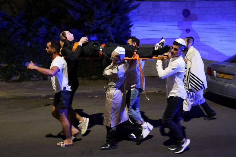 Queda de arquibancada deixa 2 mortos e 100 feridos em sinagoga na Cisjordânia