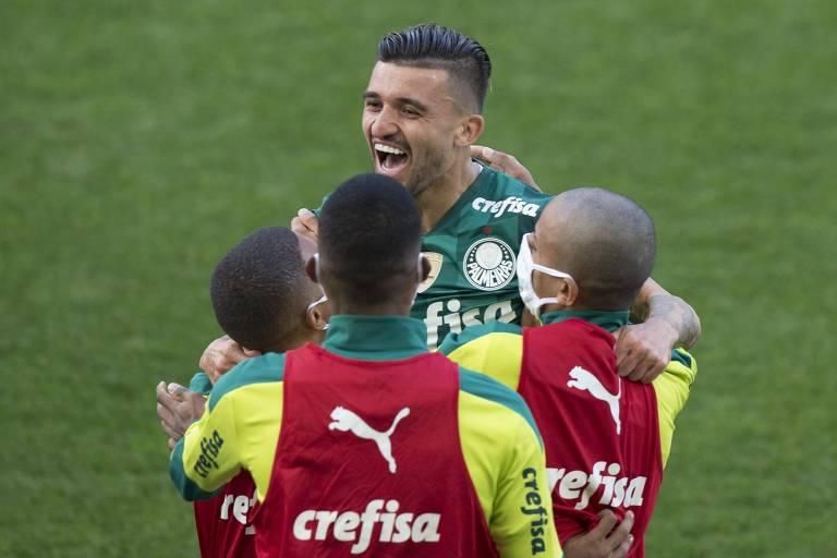 Victor Luis coroa recuperação no Palmeiras com gol em vitória sobre o Corinthians