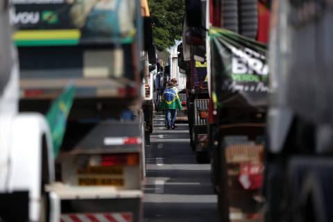 Sem dinheiro em caixa, governo Bolsonaro prepara pacotaço para caminhoneiros