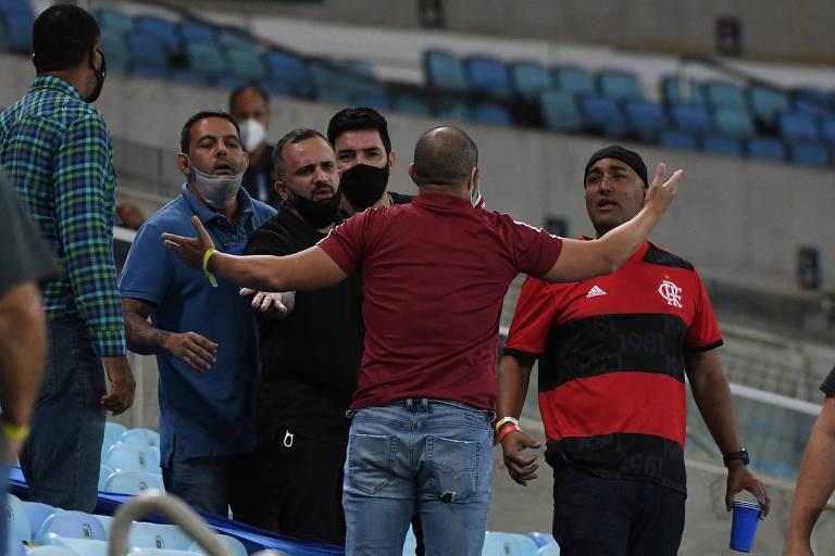 Torcedores discutem na arquibancada do Maracanã durante final entre Flamengo e Fluminense