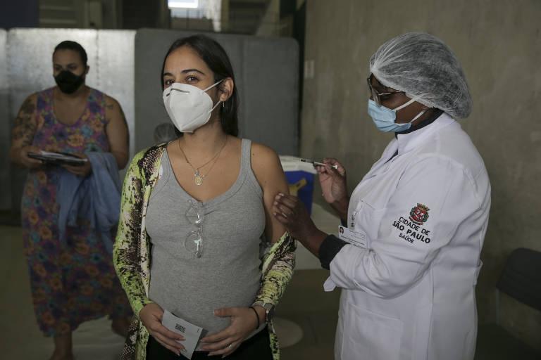 Rio oferecerá vacina da Pfizer para gestantes e puérperas que tomaram 1ª dose da AstraZeneca