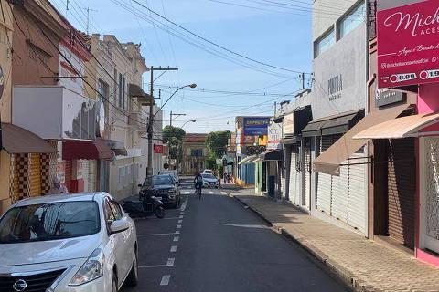 Covid gera recorde de internações e filas por UTI em região rica de SP