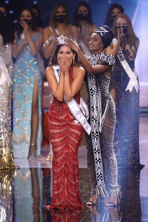 Miss México Andrea Meza é coroada Miss Universo 2020 no palco no Miss Universo 2020 no Seminole Hard Rock Hotel & Casino na Flórida
