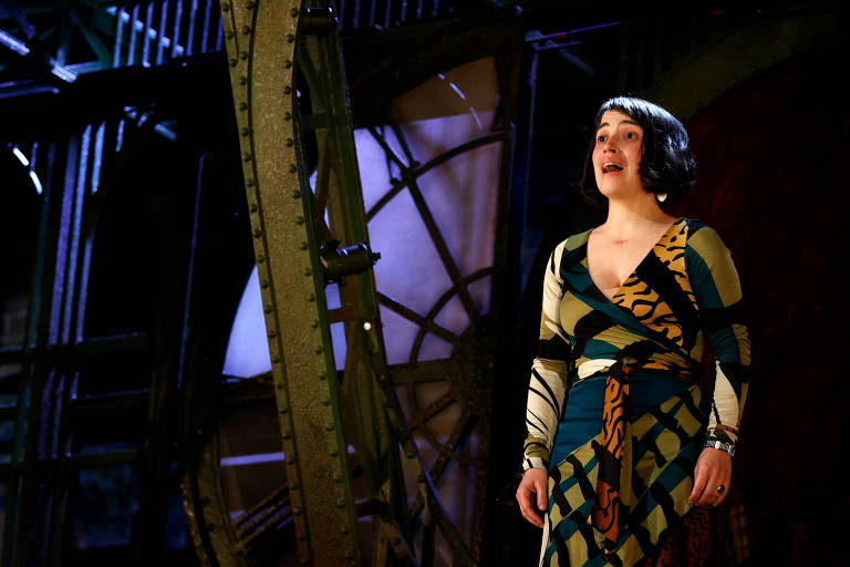 Teatros ingleses começam a reabrir após um ano fechados devido à Covid-19
