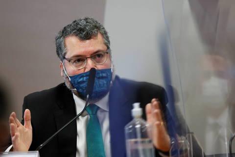 Ernesto confirma à CPI ação de Bolsonaro por cloroquina e mente sobre suas agressões à China