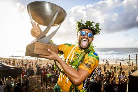 OAHU, UNITED STATES - DECEMBER 19: Italo Ferreira of Brazil winning his maiden WSL World Title and his maiden 2019 Billabong Pipe Masters after winning the final at Pipeline on December 19, 2019 in Oahu, United States. (Photo by Kelly Cestari/WSL via Getty Images) ORG XMIT: 775427420