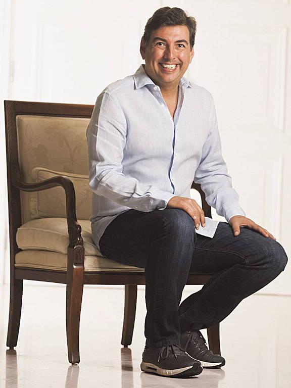 Retrato de Mário Mello, sentado em uma cadeira