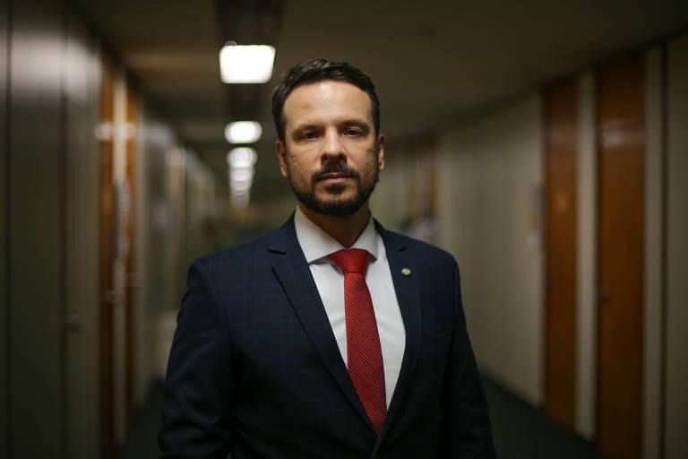 Deputado Professor Israel Batista (PV-DF) é contra reforma administrativa apresentada pelo ministro Paulo Guedes (Economia)