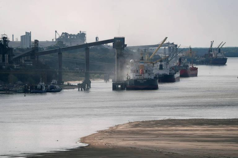 Exportações argentinas de grãos param com greve de trabalhadores portuários por vacinas
