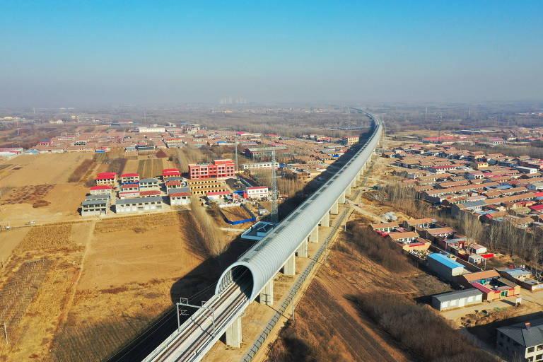 Linha de trem em Xiong'an, uma das novas obras da cidade