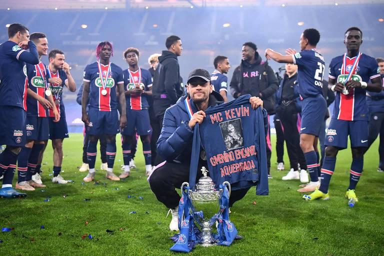 Neymar homenageia MC Kevin após vitória na Copa da França