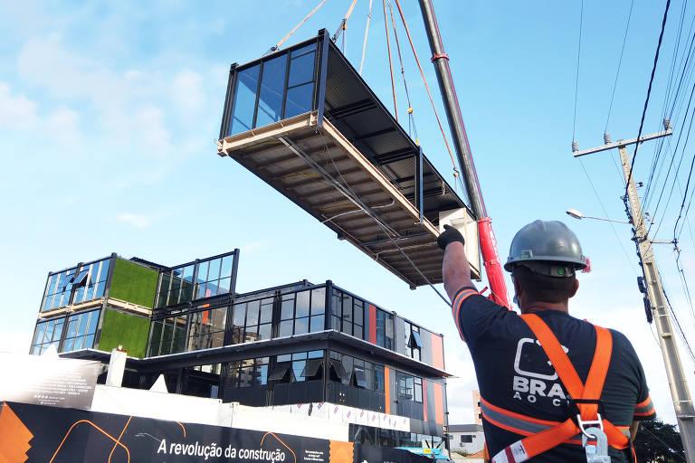 Edifício feito de blocos leva 100 dias para ficar pronto em Santa Catarina