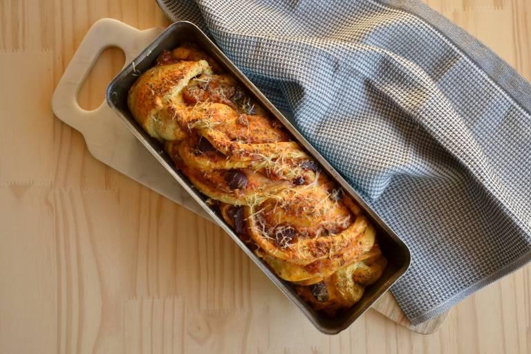Trança salgada inspirada no pão judaico babka