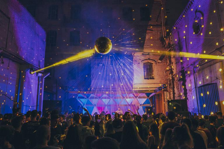 Veja imagens da festa paulistana Gop Tun