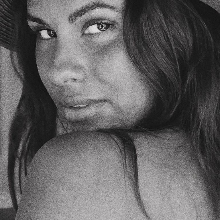Imagens da atriz Carolina Loureiro