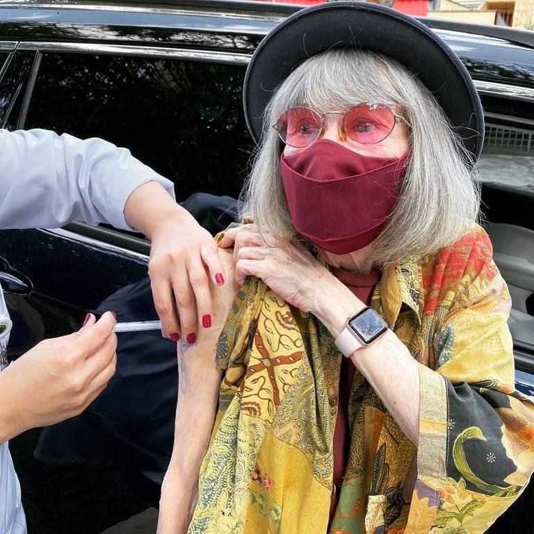 Covid: Confira as celebridades que tomaram a vacina contra a doença