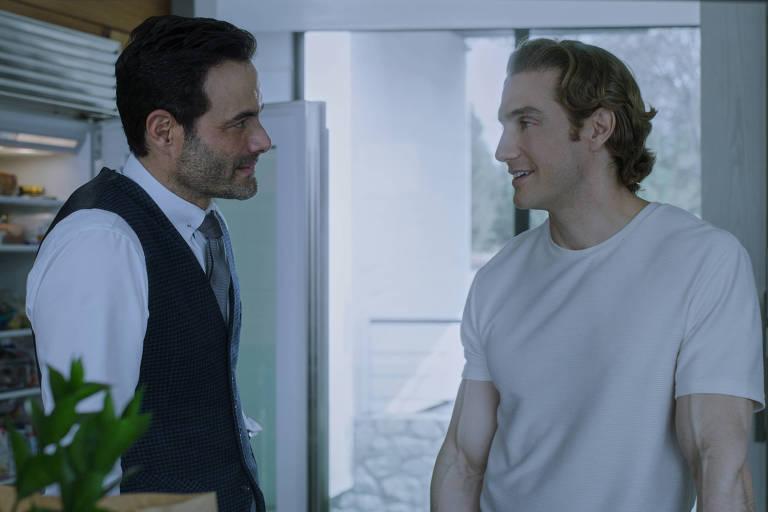 Luis Roberto Guzmán e Eugenio Siller em 'Quem Matou Sara?'