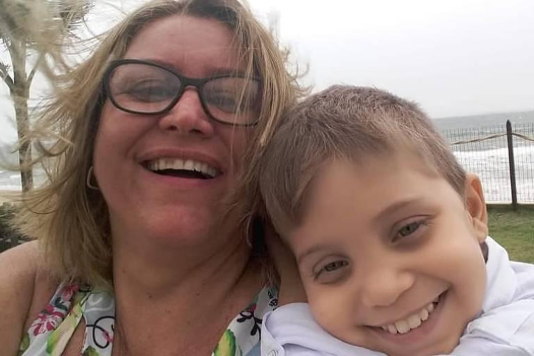 Daniel Neves Fagundes Bernardes (2007-2021) e a mãe Cleidimar Vieira Neves Fagundes