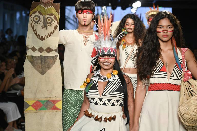 Desfile de We'e'ena Tikuna no Eco Fashion Week de 2019, no Rio de Janeiro