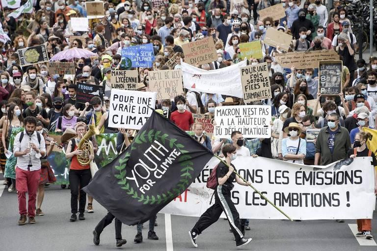 Proposta de lei climática que prevê vetos a carne, viagens aéreas e aquecedores divide a França
