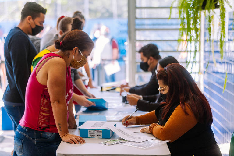 Prefeitura inicia entrega de tablets para alunos da rede municipal