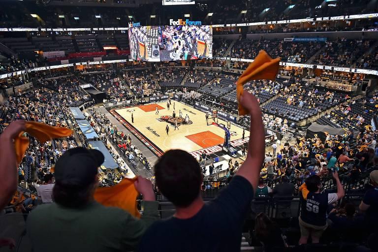 NBA inicia 'playoffs' e ensaia volta ao normal com público de até 15 mil pessoas