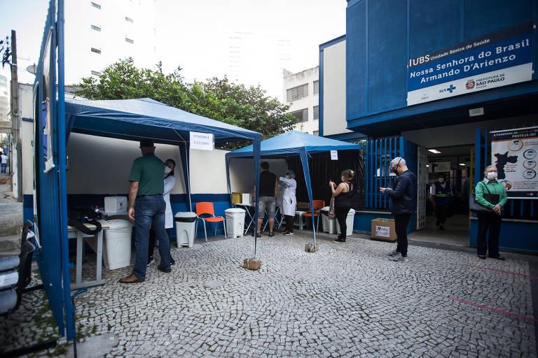 Paulistanos buscam vacina da Pfizer nos postos