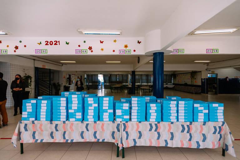Prefeitura de São Paulo distribui tablets a alunos da rede municipal de ensino