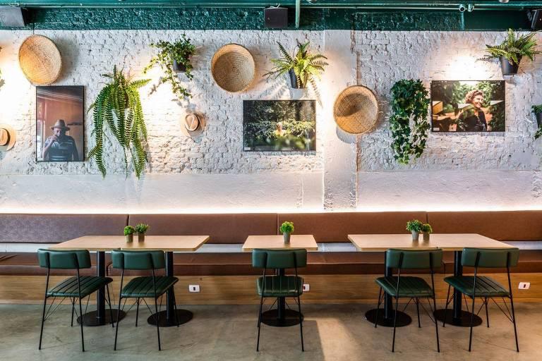 Ambiente do café e bar A Ventana, em Pinheiros